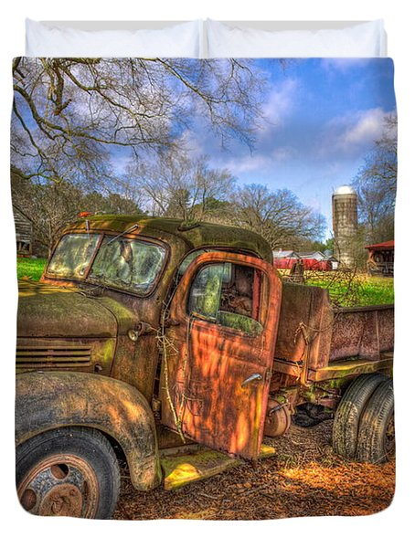 The Resting Place 1947 Dodge Dump Truck Georgia Farm Art Duvet Cover