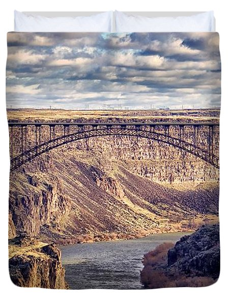 The Snake River At Twin Falls Idaho Duvet Cover by Michael Rogers