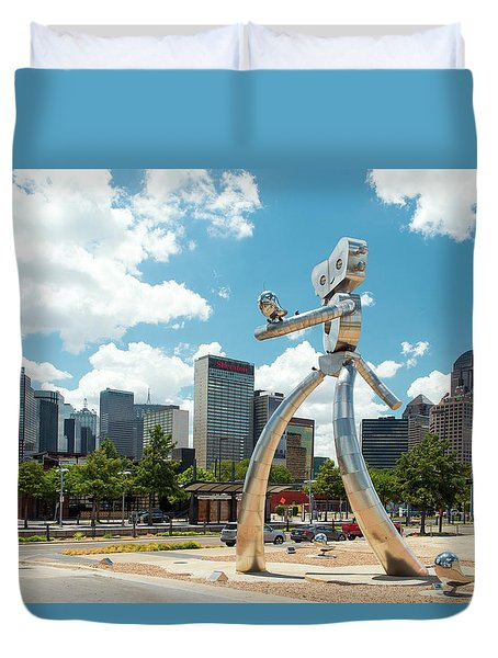 The Traveling Man Dallas 080618 Duvet Cover