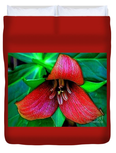 Duvet Cover featuring the photograph The Trillium by Elfriede Fulda