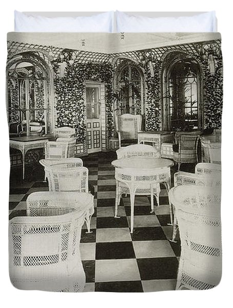 The Verandah Cafe Of The Titanic Duvet Cover by Photo Researchers
