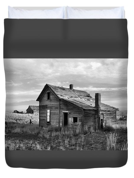 Duvet Cover featuring the photograph This Old House by Jim Walls PhotoArtist