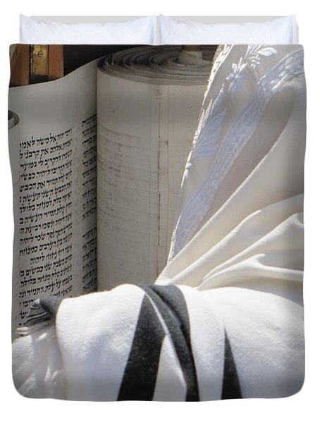 Duvet Cover featuring the photograph Thora Reading At The Western Wall by Yoel Koskas