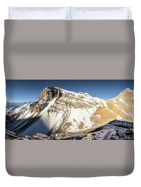 Thorung La Pass In The Annapurna Range In The Himalayas In Nepal Duvet Cover