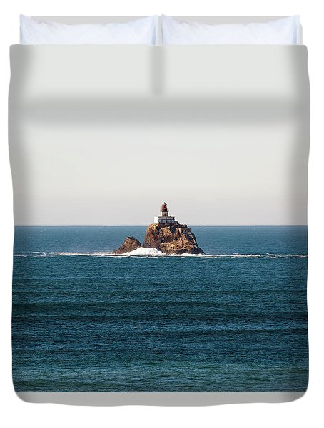 Tillamook Rock Lighthouse On A Calm Day Duvet Cover