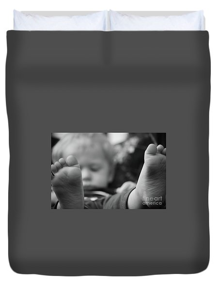 Duvet Cover featuring the photograph Tiny Feet by Robert Meanor