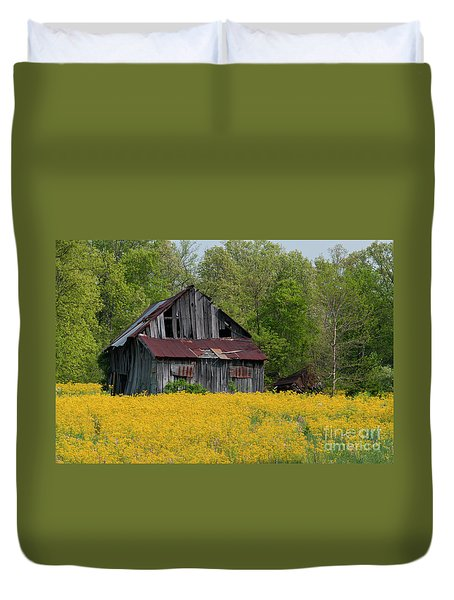Duvet Cover featuring the photograph Tired Indiana Barn - D010095 by Daniel Dempster