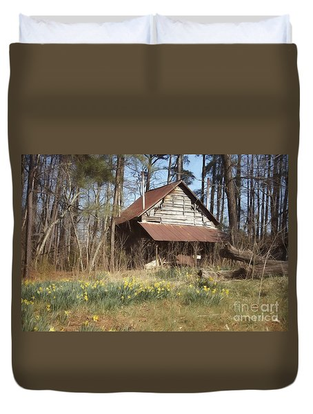 Duvet Cover featuring the photograph Tobacco Barn In Spring by Benanne Stiens