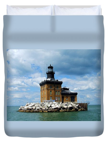 Duvet Cover featuring the photograph Toledo Harbor Lighthouse by Michiale Schneider