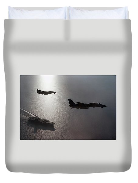 Duvet Cover featuring the photograph Tomcat Silhouette  by Peter Chilelli