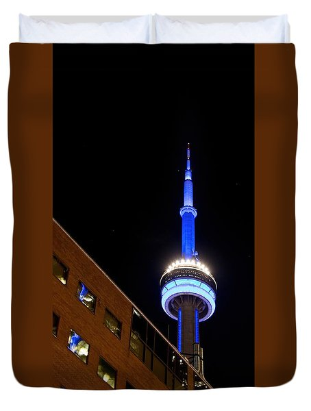 Duvet Cover featuring the photograph Toronto Cn Tower At Night by John Black