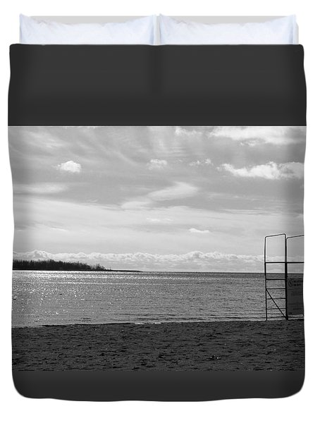 Duvet Cover featuring the photograph Toronto Winter Beach by Valentino Visentini