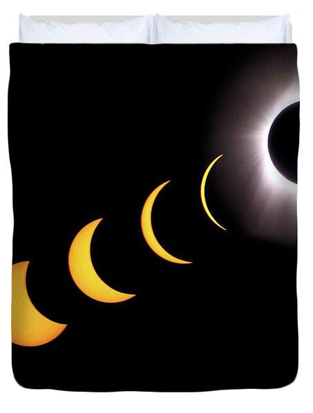 Total Eclipse Sequence, Aruba, 2/28/1998 Duvet Cover