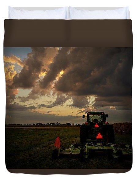 Tractor At Sunrise - Chester Nebraska Duvet Cover
