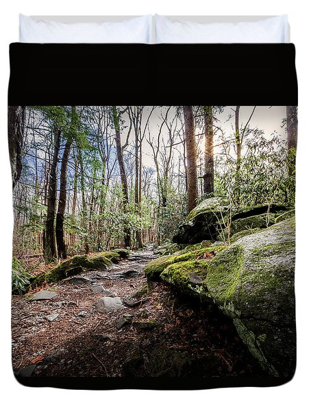 Duvet Cover featuring the photograph Trail To Rainbow Falls by Everet Regal