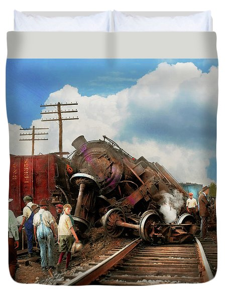 Duvet Cover featuring the photograph Train - Accident - Butting Heads 1922 by Mike Savad