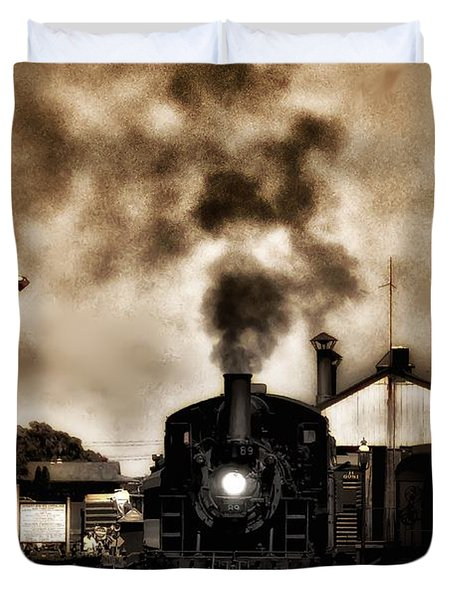 Train Coming In The Station Duvet Cover by Bill Cannon