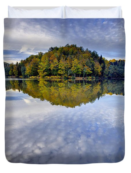 Trakoscan Lake In Autumn Duvet Cover