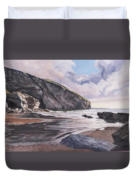 Duvet Cover featuring the painting Trebarwith Strand by Lawrence Dyer