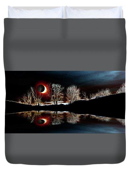 Tree Reflections Landscape-solar Eclipse 2017 Duvet Cover