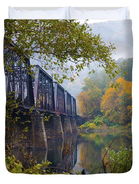 Trestle In Autumn Duvet Cover by Hugh Smith