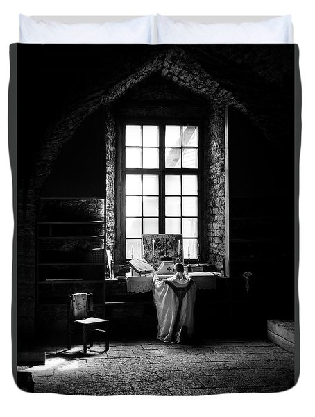 Tridentine Mass In An Ancient Chapel In The Old Dominican Monastery In Tallinn Duvet Cover