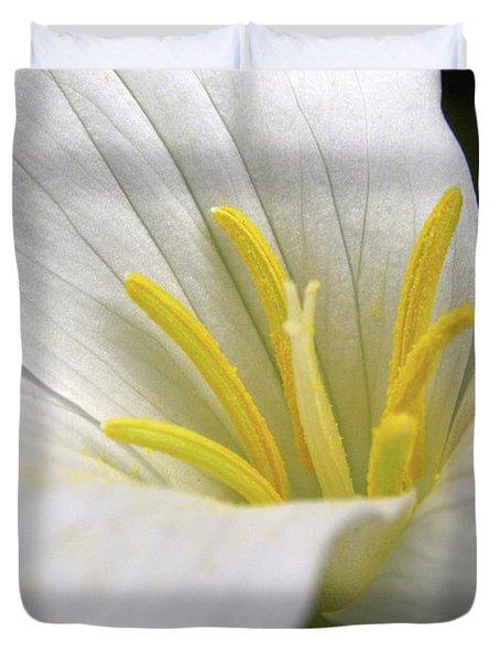 Trillium Grandiflorum Duvet Cover