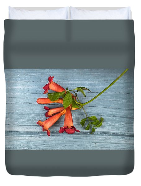 Duvet Cover featuring the photograph Trumpet Vine by Tom Singleton