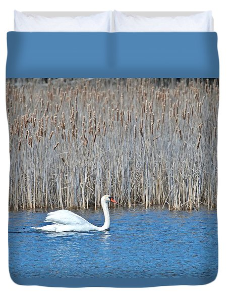 Duvet Cover featuring the photograph Trumpeter Swan 0967 by Michael Peychich