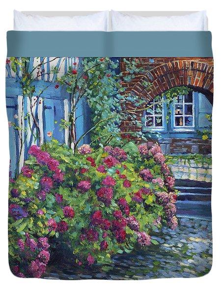 Tudor Hydrangea Garden Duvet Cover