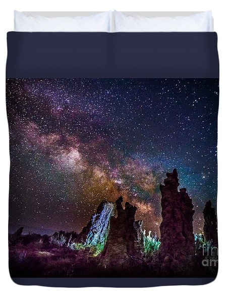 Tufa Towers At Mono Lake With Milkyway Galaxy Duvet Cover