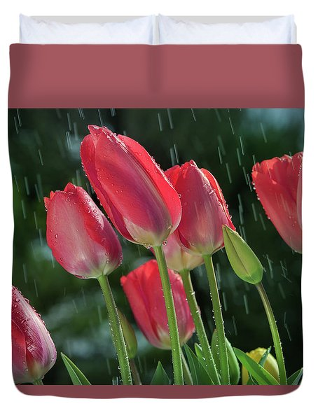 Duvet Cover featuring the photograph Tulips In The Rain by William Lee