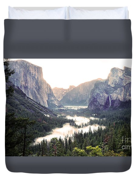 Tunnel View At Dawn In Yosemite National Park Duvet Cover