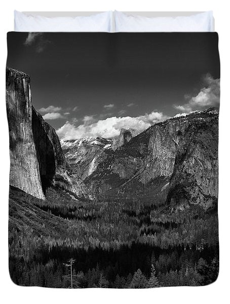 Tunnel View Black And White  Duvet Cover