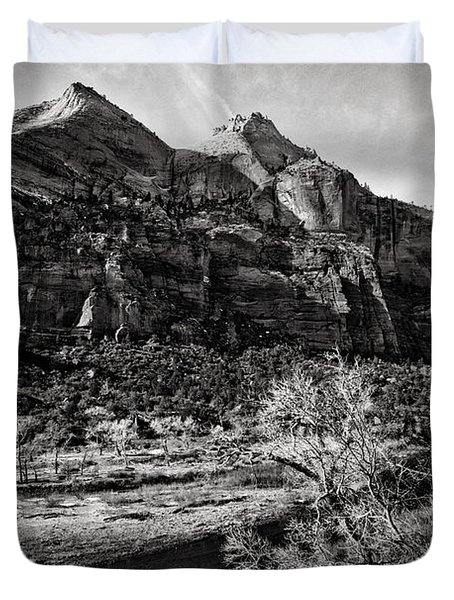Two Peaks - Bw Duvet Cover by Christopher Holmes