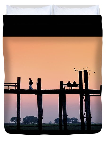 U-bein Bridge At Dawn Duvet Cover