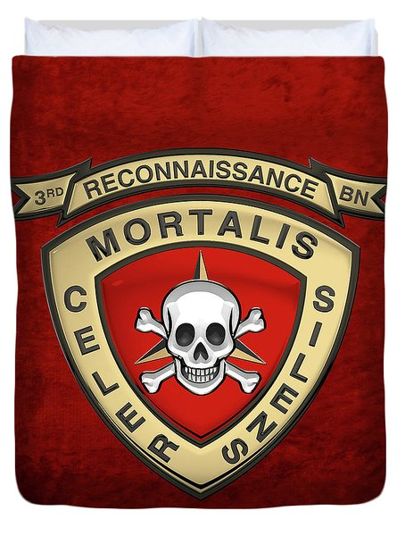 U S M C  3rd Reconnaissance Battalion -  3rd Recon Bn Insignia Over Red Velvet Duvet Cover