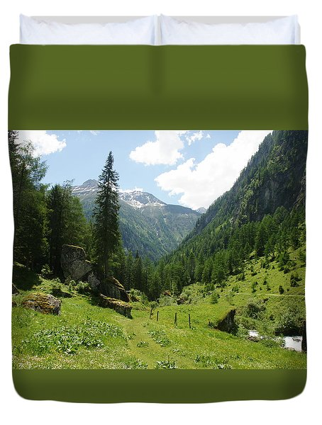 Duvet Cover featuring the photograph Umbaltal by Christian Zesewitz