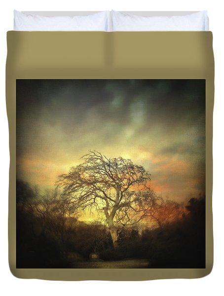 Un Dernier Crepuscule Duvet Cover