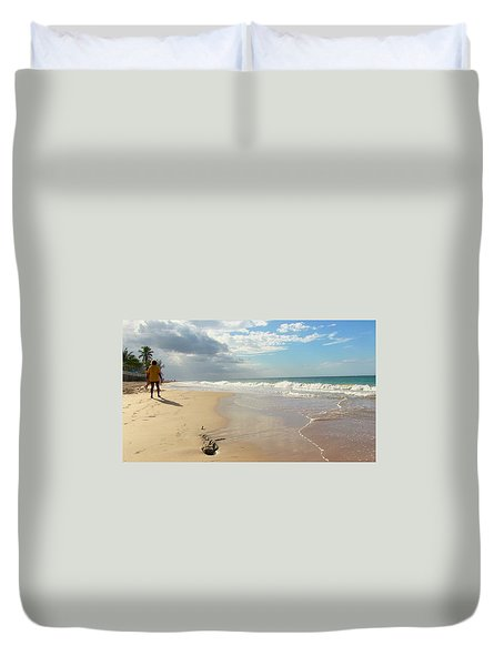 Un Paseo En La Playa Duvet Cover