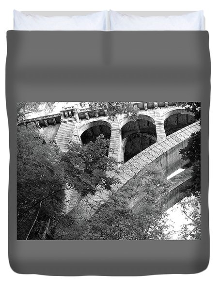 Duvet Cover featuring the photograph Under The Henry Avenue Brudge by Bill Cannon