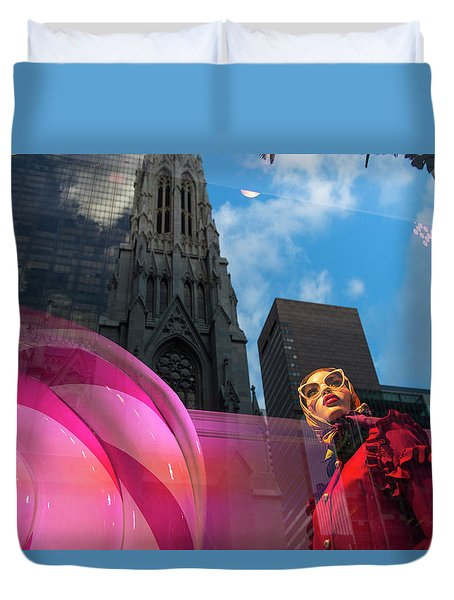 Duvet Cover featuring the photograph Unimpressed In New York by Alex Lapidus