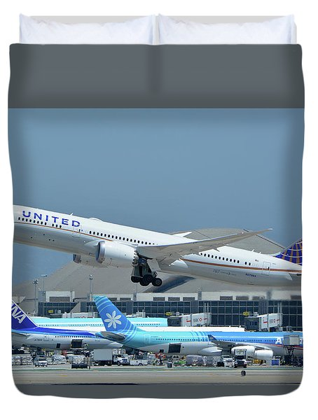 United Boeing 787-9 N27965 Los Angeles International Airport May 3 2016 Duvet Cover by Brian Lockett