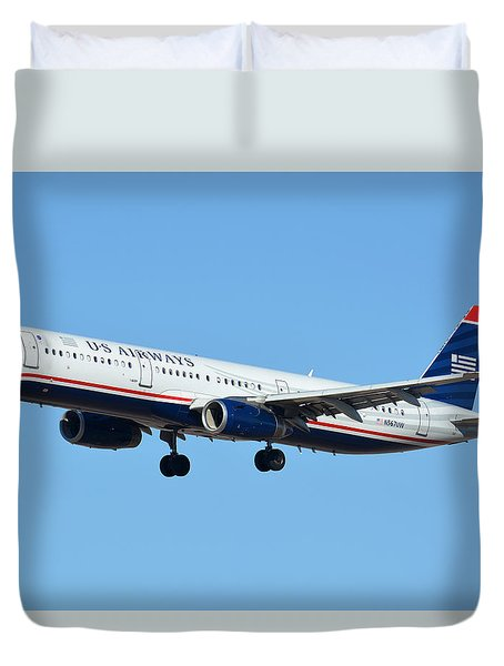 Us Airways Airbus A321-231 N567uw Duvet Cover by Brian Lockett