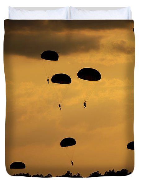 U.s. Army Soldiers Parachute Duvet Cover by Stocktrek Images