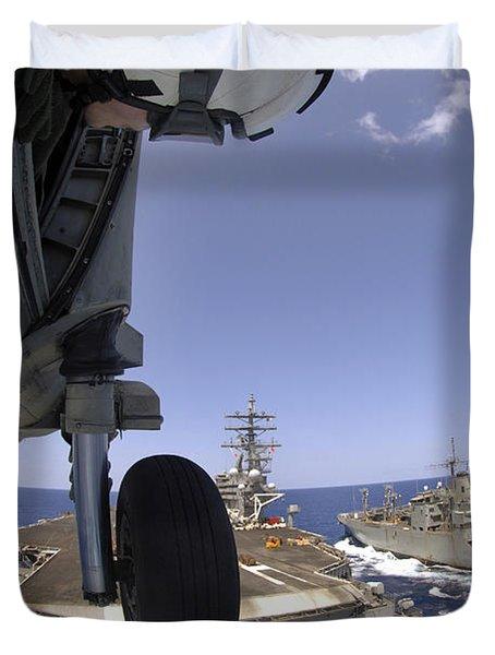 U.s. Navy Petty Officer Leans Duvet Cover by Stocktrek Images