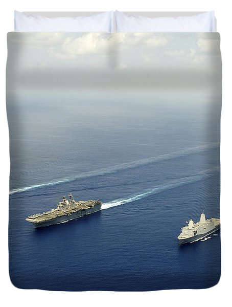 Uss Pearl Harbor, Uss Makin Island Duvet Cover by Stocktrek Images