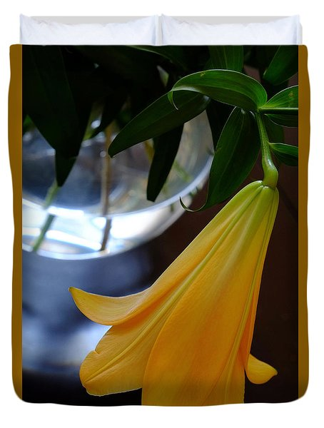 Vase And Lily Duvet Cover