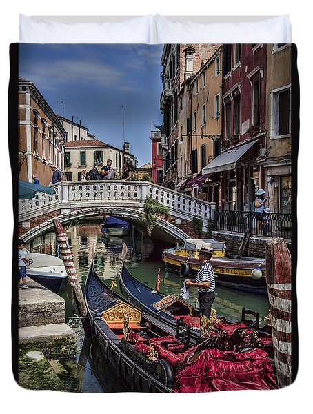 Duvet Cover featuring the photograph Venice Gondolier by Shirley Mangini