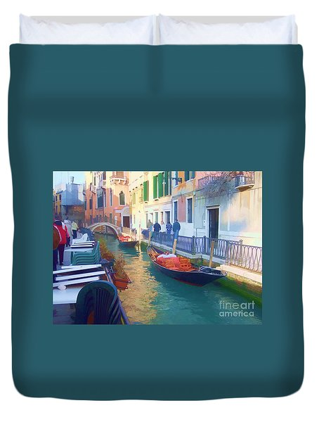 Duvet Cover featuring the photograph Venice Sidewalk Cafe by Roberta Byram